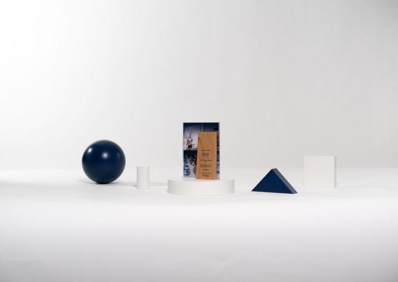 I04 : Tombstone sur mesure en bois et plexiglas