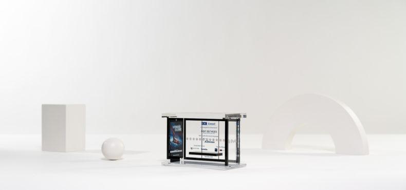 ME02 : Plexiglas bespoke deal toy