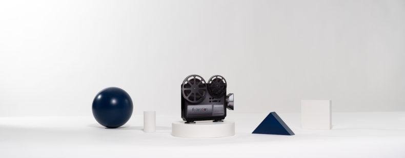 ME03 : Plexiglas bespoke deal toy