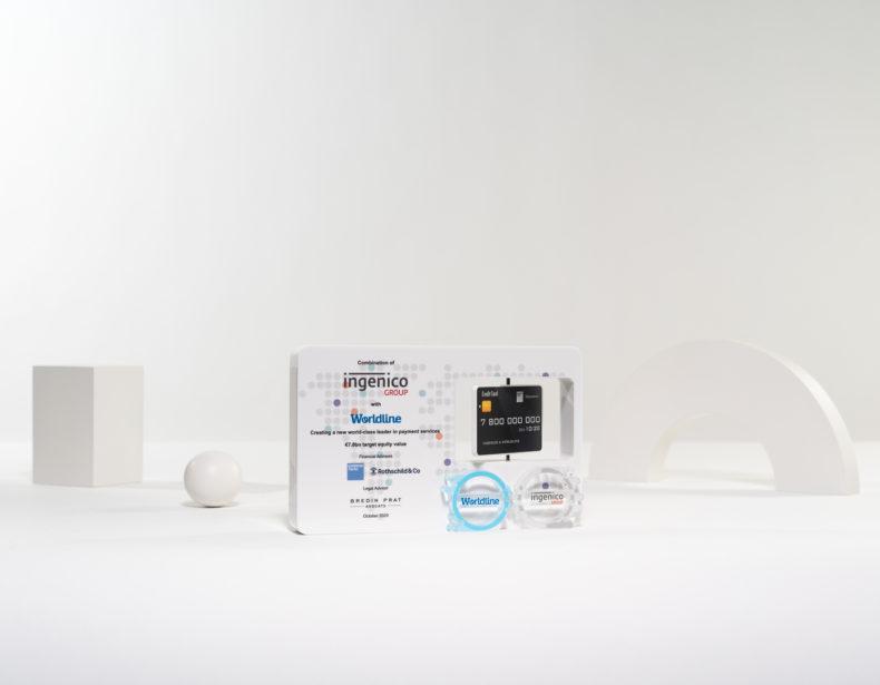 T01 : White plexiglas bespoke deal toy