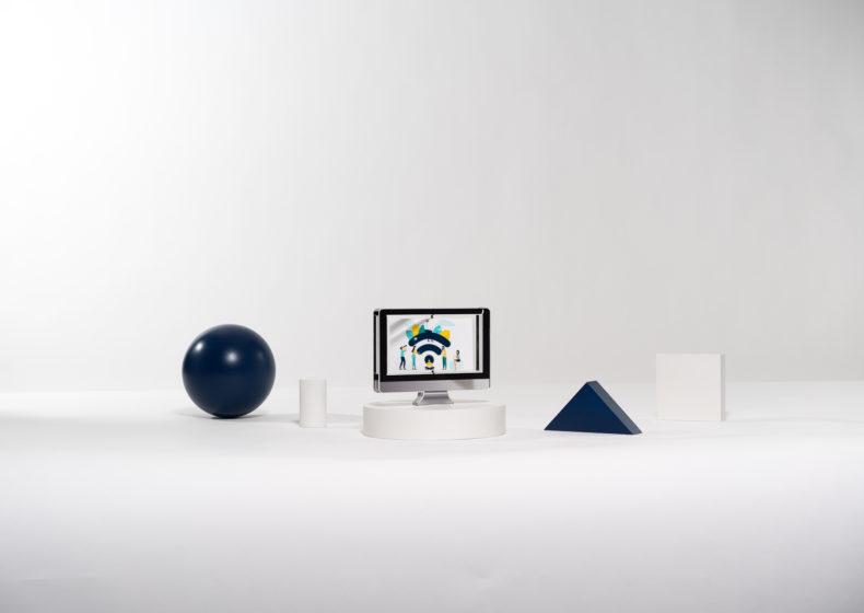 T04 : Plexiglas bespoke deal toy