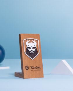 B10 : Trophée en bois sur mesure