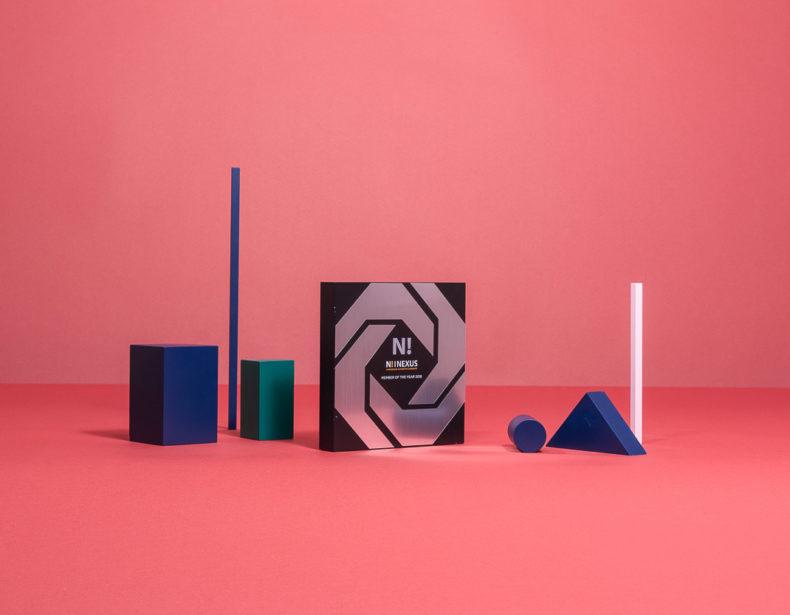 B12 : Trophée en bois & plexiglas